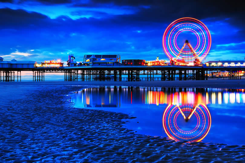 Blackpool pier and ferries wheel at night