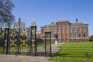 Kensington Palace in London with statue of King William III