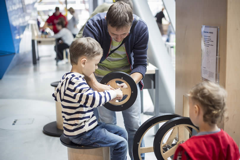 Kids learning at science center