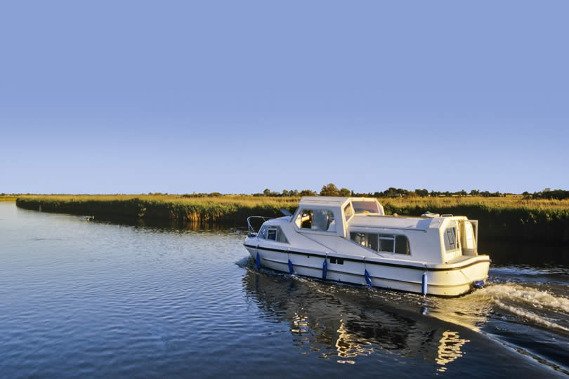 boating on norfolk broads river